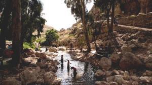 سياح إسرائيليون في وادي القلط. أ ب