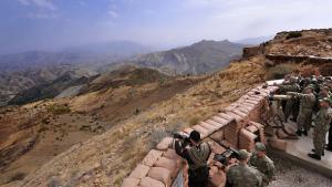 جنود أتراك في منطقة هاكاري الكردية على حدود تركيا مع العراق. أ ب