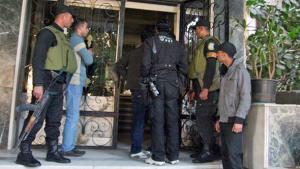 الجيش المصري يفتش مقراً لإحدى المنظمات غير الحكومية في القاهرة. د ب أ د