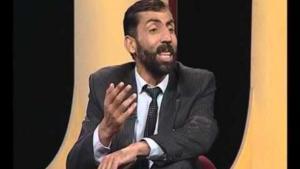 الممثل الكوميدي الأفغاني آصف جلالي. الصورة: برنامج ''شبخد'' (مساء ضاحك)
