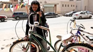 """لقطلة من فيلم الطفلة """"وجدة"""" للمخرجة السعودية هيفاء منصور.  Razor Film"""