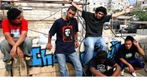 أعضاء مشروع ''خط ثالث'' في بيروت. sharebeirut.net