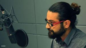 حوار مع مغنِّي الراب الإيراني شاهين نجفي حول  الفتوى الإيرانية بقتله:  الصورة دويشته فيله