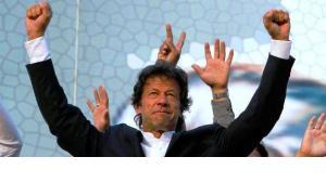 عمران خان من نجم رياضي إلى سياسي صاعد ، الصورة اب