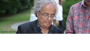 حصول الشاعر السوري اللبناني أدونيس على جائزة غوته يشكِّل إشارة خاطئة في زمن ربيع الثورات العربية