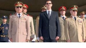 الاسد مع جنرالات الجيش السوري الصورة د ب ا