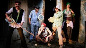 فرقة بابا زولا الإسطنبولية : الصورة البر أيتوغ