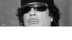 وصفة القذافي السياسية.......المال لشراء الولاء واستمالة الأعداء