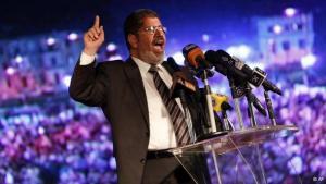 مرشح الإخوان محمد مرسي رئيس مصري بصلاحيات محدودة