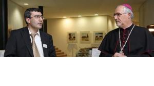 البروفيسور عبد الله طاقيم والأب فورست، الصورة ا ب