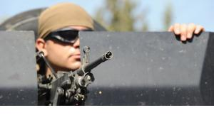 جندي تركي بالقرب من الحدود المشتركة مع سوريا اف ب