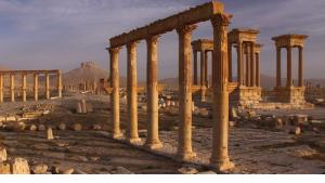 مدينة تدمر الصحراوية التي تعد رمز بوتقة انصهار التاريخ الإنساني في سوريا أضحت هدفا للنهب والسلب