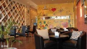 المقاهي الثقافية بجدة ـ مأوى للشباب ومصنع الأفكار الجديدة