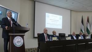 صائب عريقات متحدثا في المؤتمر، الصورة مهند حامد
