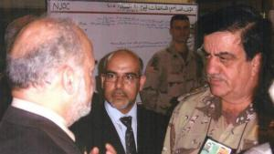 الحنرال غازي في حوار مع رئيس الوراء العراقي السباق ابراهيم الجعفري. الصورة خاص