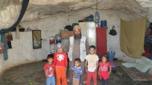 سكان الكهوف في جنوب الضفة الغربية: الصورة مهند حامد