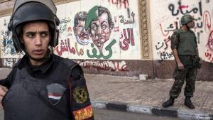 جنود من الجيش المصري أمام القصر الرئاسي في القاهرة. غيتي إميجيس