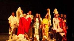 """فريق ألماني-مغربي جعل من رواية """"شجرة الذاكرة"""" التي جعلها أساس عمل مسرحي Foto: © Laura Overmeyer"""