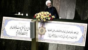 الرئيس الإيراني حسن روحاني وهو يلقي خطابا في البرلمان في طهران. Foto: Behrouz Mehri/AFP/Getty Images