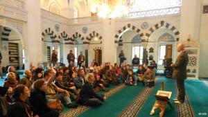يوم الأبواب المفتوحة في أحد مساجد برلين. DW