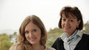 المرشدة التونسية سهام محجوب (يمين) والشابة الألمانية ليزا م. غيمزا . Foto: EMA e.V