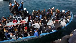 قارب للاجئين قبالة ساحل جزيرة لامبيدوزا. Foto: dpa/picture-alliance