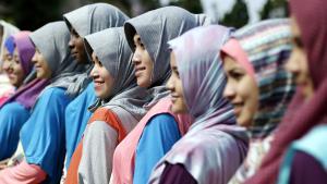 مشاركات في دورة تدريبية لمسابقة ملكة جمال المسلمات وتصويريهن في ولاية جاوة الغربية، إندونيسيا، 12 سبتمبر/ أيلول 2013. photo: dpa
