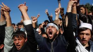 طلاب في مدينة جلال أباد شرق أفغانستان يحتجون في نوفمبر/ تشرين الثاني 2013 على الاتفاقية الأمنية الأفغانية الأمريكية.  photo: REUTERS