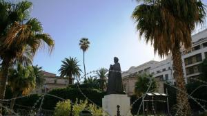 تمثال ابن خلدون في ساحة جامعة الزيتونة.  Foto: Carolyn Wißing