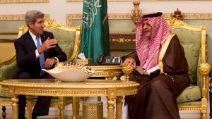 وزير الخارجية الأمريكي جون كاري مع وزير الخارجية السعودي فيصل بن عبد العزيز بتاريخ 11 / 2013 . photo: REUTERS/Jason Reed