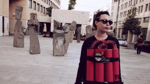 الفنانة ريما نجدي متنكرة بحزام ناسف بيروت بتاريخ 12 / 01 / 2014. ; Foto: Maria Kassab