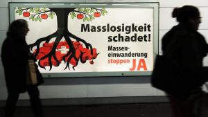 حملة ضد الهجرة إلى سويسرا، في مركز مدينة فينتَرتور السويسرية. Foto: picture-alliance/dpa