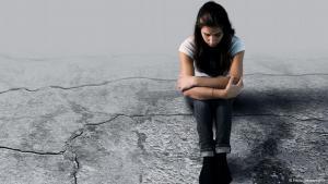 افتقار إلى المهارات اللغوية سواء لدى المعالج النفسي أو المريض مشكلة للمهاجرين المرضى نفسيا. Foto: Fotolia