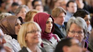 نساء مسلمات يتابعن بتاريخ 30 / 10 / 2012 إحدى الفعاليات في جامعة مونستر الألمانية. Foto: dpa/picture-alliance