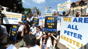 احتجاجات على اعتقال صحفي قناة الجزيرة بيتر غريسته. Foto: Simon Maina/AFP/Getty Images