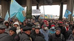 مظاهرة احتجاجية لتتار القرم ضد ضم شبه جزيرة القرم إلى روسيا. Foto: dpa/picture-alliance