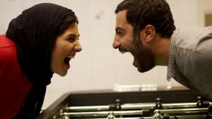 """باران ونافيد في لقطة من الفيلم الإيراني """"لستُ غاضباً"""".  film """"Asabani Nistam!"""""""