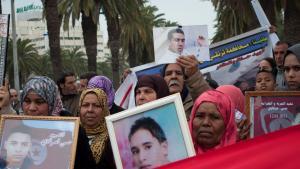مظاهرة لأقرباء ضحايا الثورة في تونس. Foto: Sarah Mersch