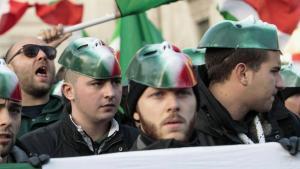 """أنصار الحركة الفاشية الجديدة """"كازا باوند"""" في إيطاليا. Foto: imago"""