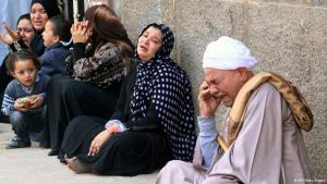 حزن أقرباء المحكوم عليهم الإعدام من أنصار الإخوان المسلمين في مصر. Foto: AFP/Getty Images