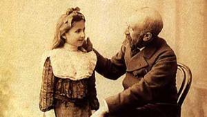 بورتريه للفنان التركي عثمان حمدي بيك مع ابنته نازلي. Foto: Cretanforever