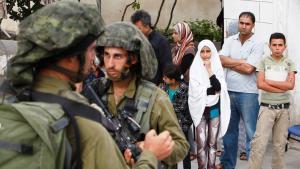 مداهمات الجيش الإسرائيلي بتاريخ 21 / 06 / 2014 في الخليل.  Foto: Reuters/Mussa Qawasma