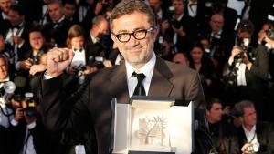 """المخرج التركي نوري بلغي جيلان وهو ينال جائزة السعفة الذهبية لمهرجان كان عن فيلمه """"البيات الشتوي"""". Foto: Reuters"""