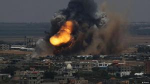 إطلاق صواريخ في اتجاه تل ابيب وإسرائيل تكثف غاراتها على قطاع غزة
