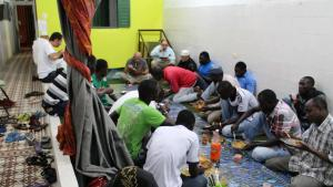 الإفطار في المركز الإسلامي بمدينة رسيف (ريسيفي) البرازيلية. Foto: Ekrem Güzeldere