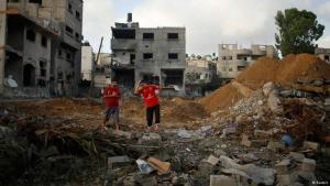 حطام أحد المنازل في غزة بعد غارات صاروخية بتاريخ 13 / 07 / 2014 .  Foto: Reuters