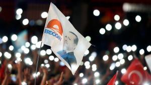 أنصار إردوغان في أنقرة بعد إعلان فوزه في الانتحابات الرئاسية 2014.  Foto: Reuters
