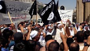 """أنصار تنظيم """"الدولة الإسلامية"""" في الموصل بتاريخ 16 / 06 / 2014.   Foto: AP/picture-alliance"""