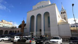 كنيسة سان فرنسيس: كنيسة سان فرنسيس، بطرابلس. واحدة من معالم التراث المسيحي في ليبيا. لكن بعض كنائس المسيحيين ألغت احتفالاتها هذا العام بعيد القيامة، بسبب المخاوف من اعتداءات المتشددين الإسلامويين التي تكررت منذ الثورة التي أطاحت بنظام العقيد القذافي.