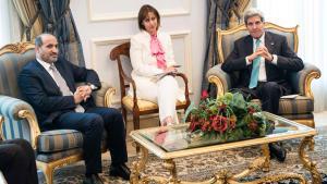 في السعودية وزير الخارجية الأمريكي جون كيري وأحد قادة المعارضة السورية أحمد الجربا.  Foto: Reuters